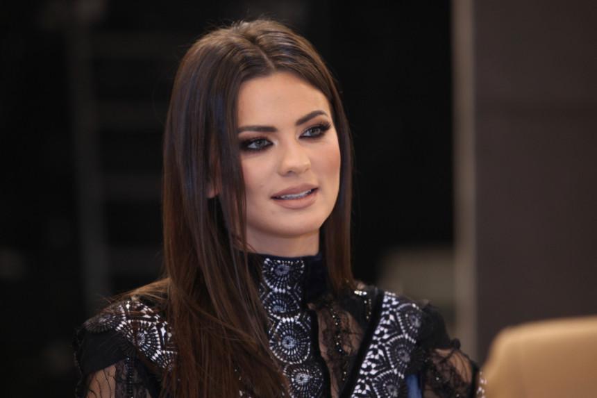 Milica Pavlović uživa sa poznatim glumcem