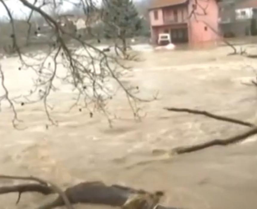 Cijelo selo pod vodom, 10.000 ljudi bez struje
