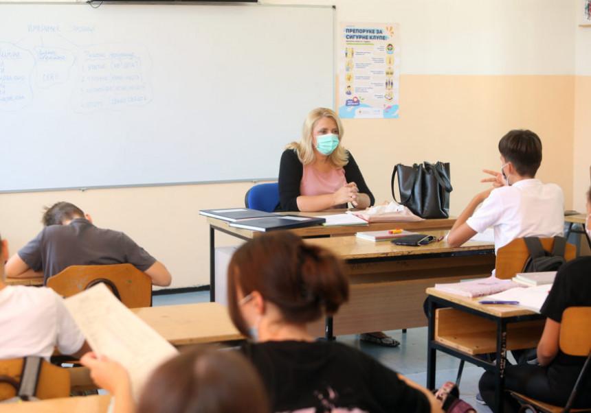 Uskoro učenici ponovo u školskim klupama