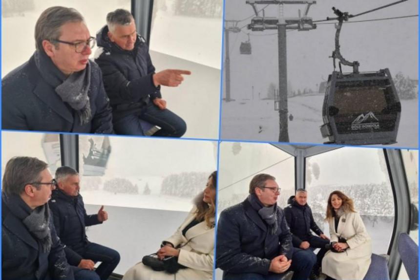 Vučić se provozao gondolom, uživao u snijegu na Zlatiboru