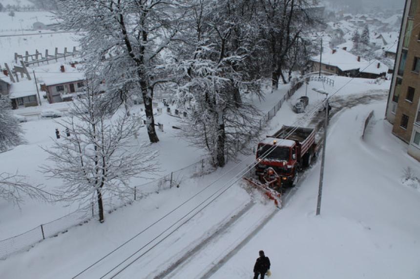 Okovani snijegom i ledom, sela danima bez struje