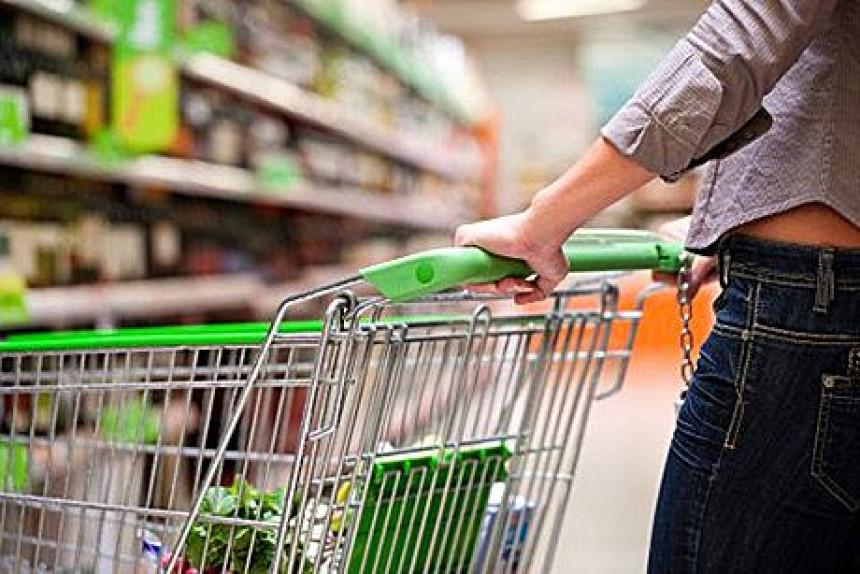 Roditelji zaboravili svoju bebu u supermarket kolicima! (VIDEO)