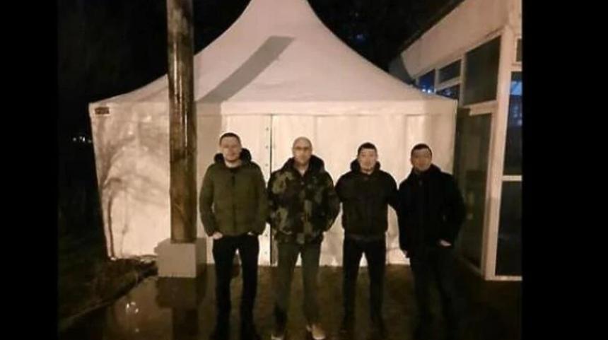 Поставили шаторе испред зграде владе у Мостару