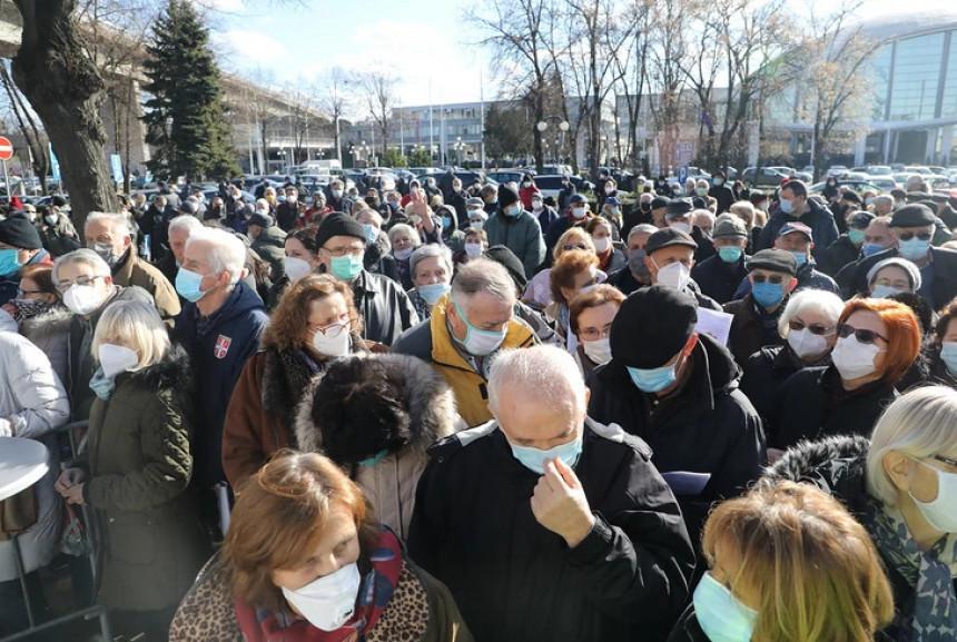 Велике гужве у Србији због интересовања за вакцинацију