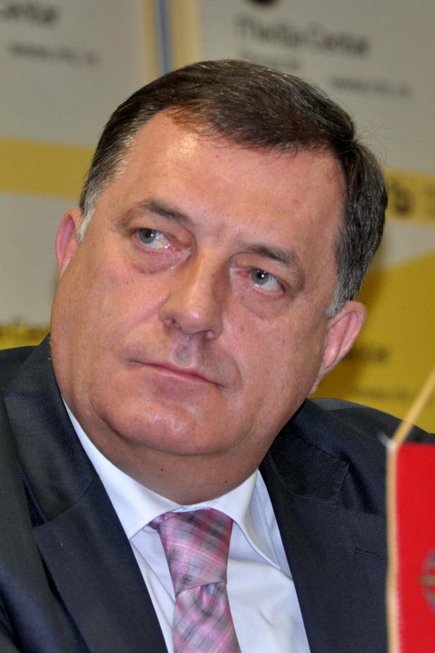 Oglasio se Dodik: Ne učestvujem u rušenju Vučića