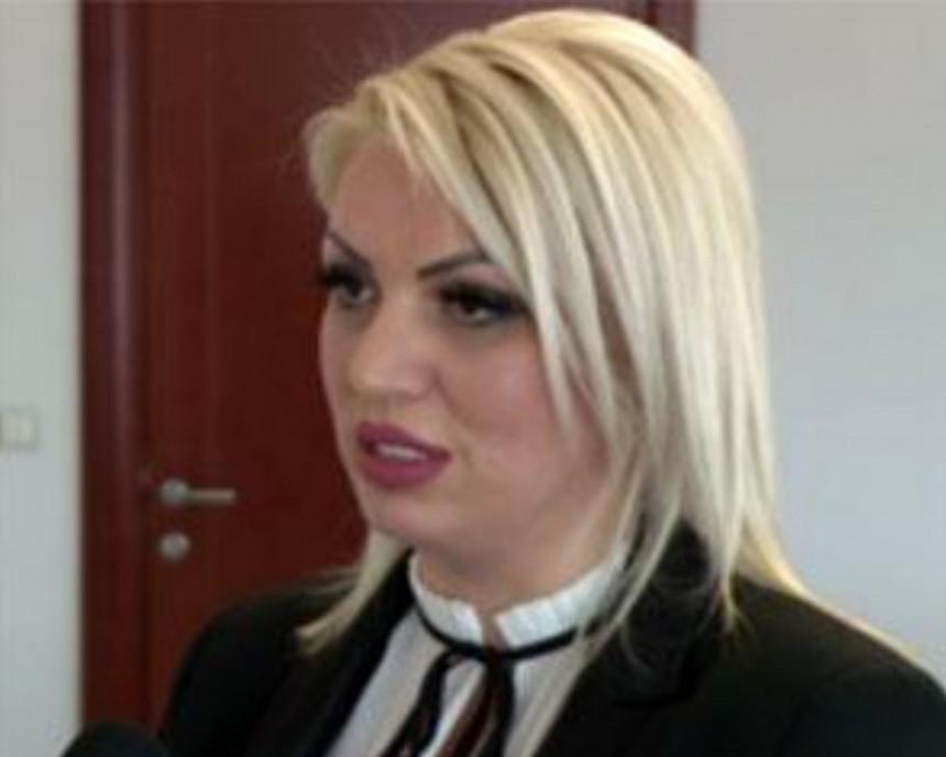 Након незаконите смјене Селакова се враћа на посао