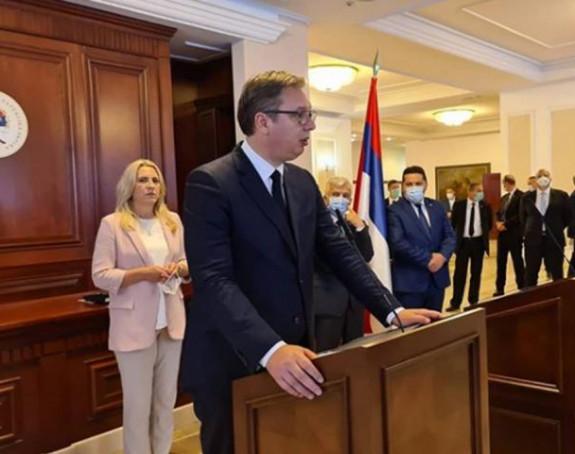 Šarović: Vučić ničim nije zaslužio Dodikove napade