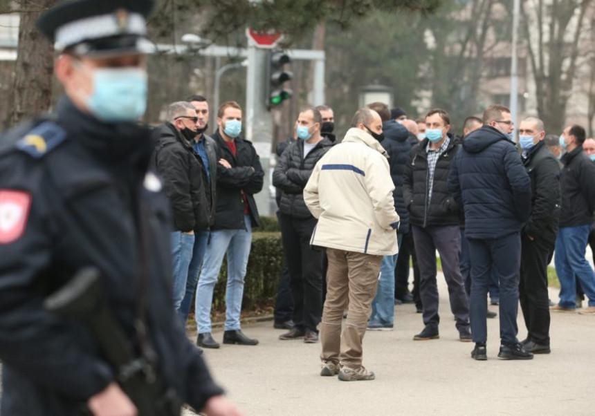 Бивши полицијски службеници траже право испред НСРС