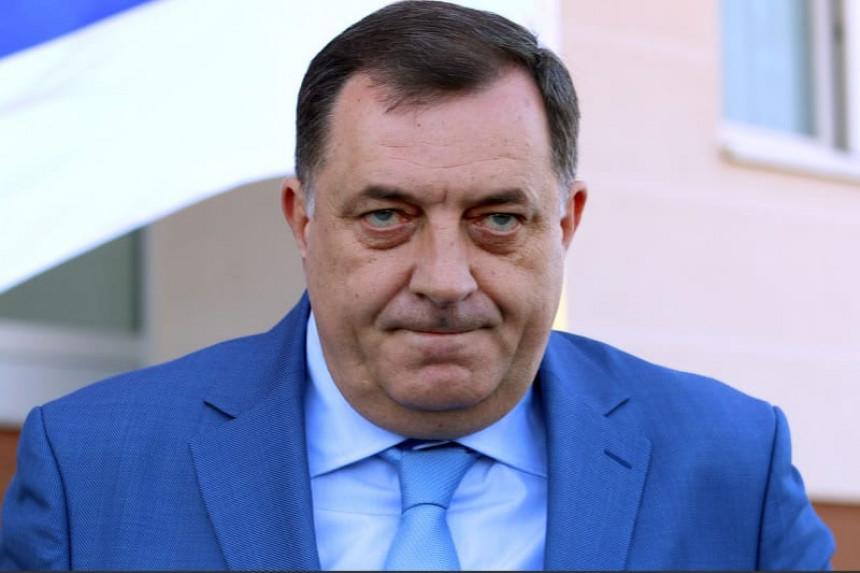 Dodik naručuje agenciju da ga brani na mrežama