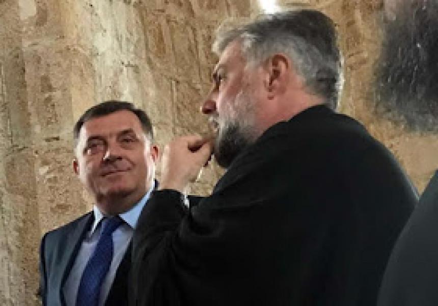 Dodik nastavlja udar na Vučića