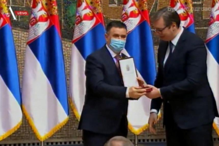 Vučić odlikovao direktora UKC Republike Srpske