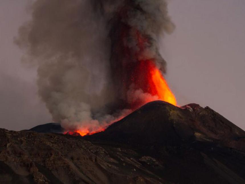 Erupcija najvišeg evropskog vulkana Etna (VIDEO)
