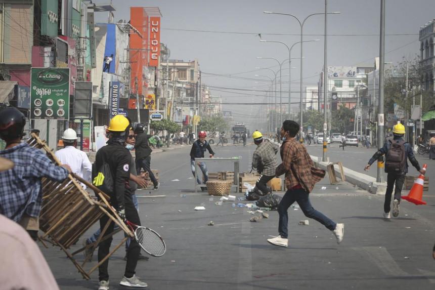 Policija pucala na demonstrante, poginulo 18 ljudi