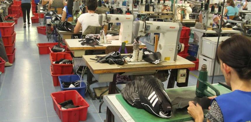 Teška situacija za tekstilnu i kožarsku industriju u RS