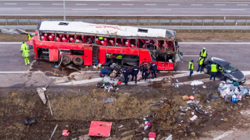 Несрећа у Пољској: Аутобус пао у јарак, има мртвих...