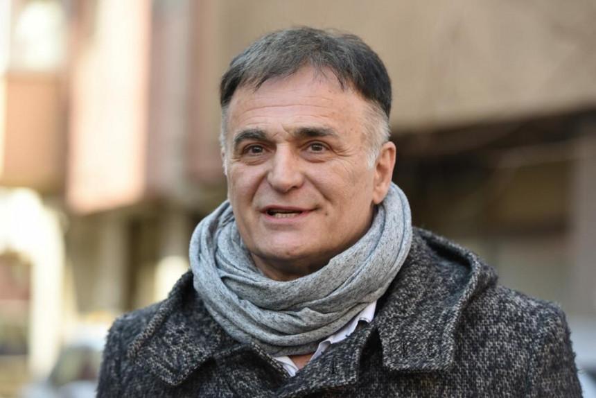 Lečić pobegao iz Beograda, mir našao u svojoj vikendici!