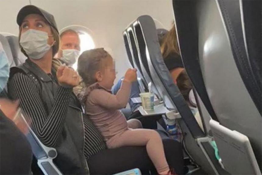 Ispraznili avion jer djevojčica nije stavila masku
