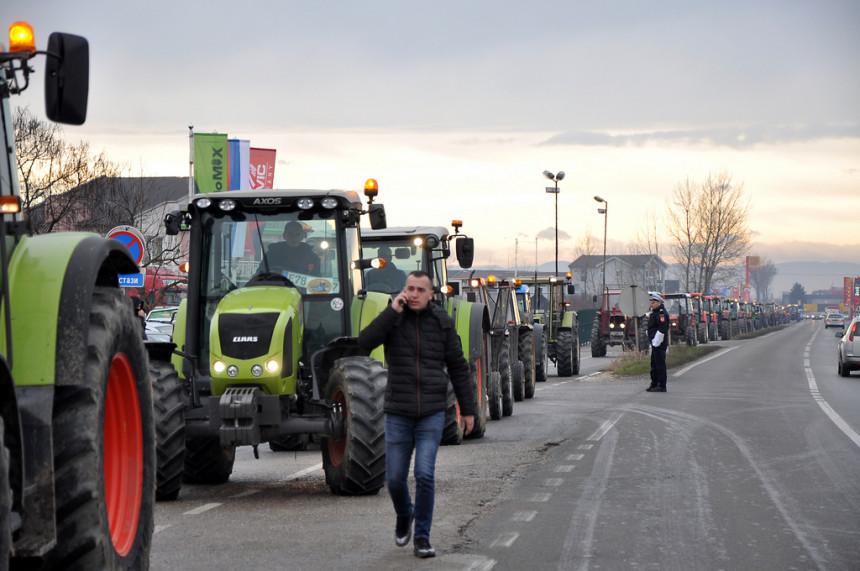 Пољопривредници из Српске и ФБиХ блокирају границе