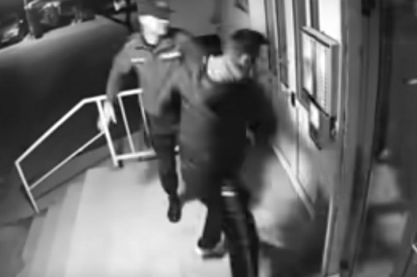 Dvojica policajaca pretukli mladića u Mostaru (VIDEO)