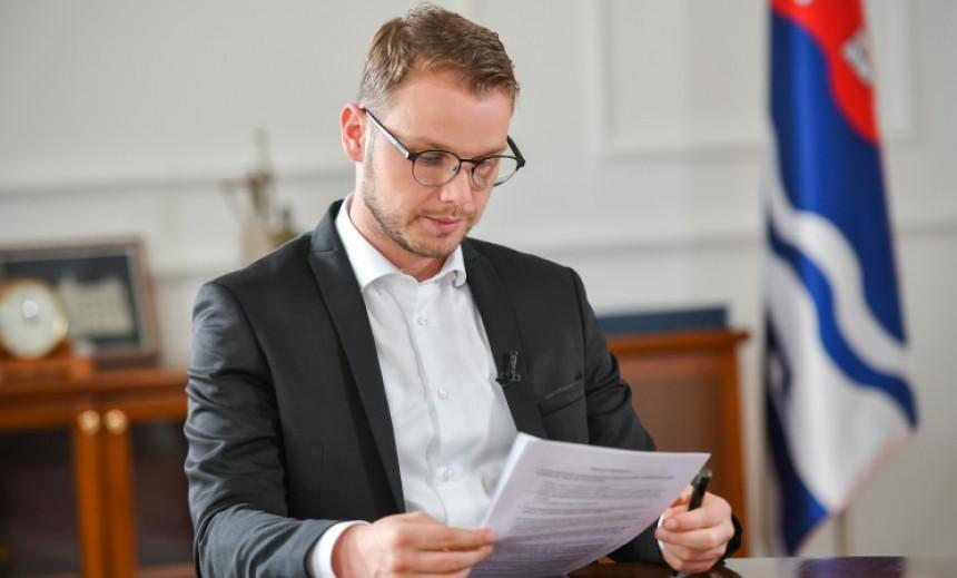 Stanivuković: 60 firmi povezane sa samo tri prezimena