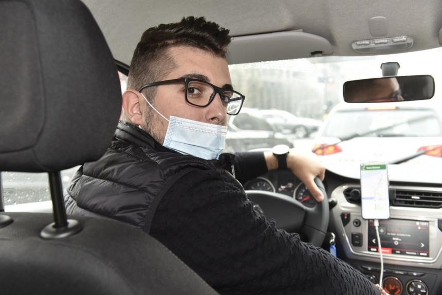Pevač zbog pandemije postao taksista!