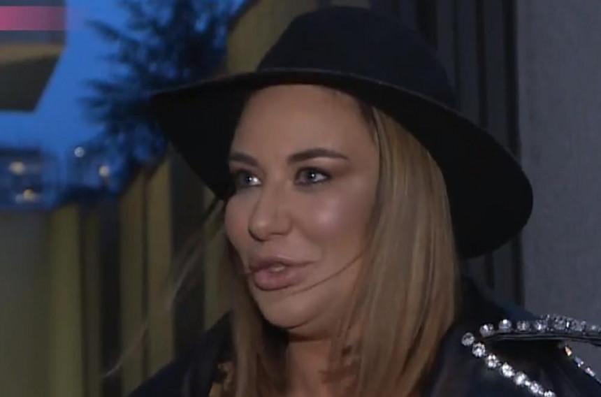 Ana Nikolić pokazala gole grudi! (VIDEO)