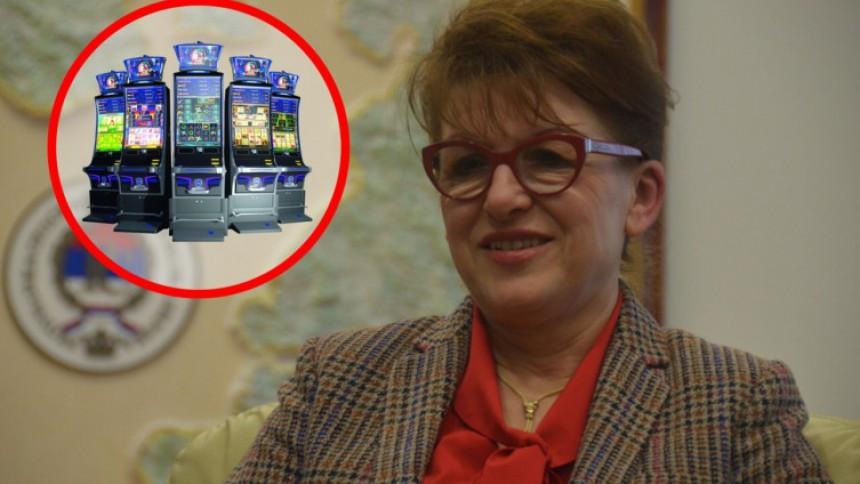 Po čijem nalogu i čije interese štiti ministarka finansija Zora Vidović
