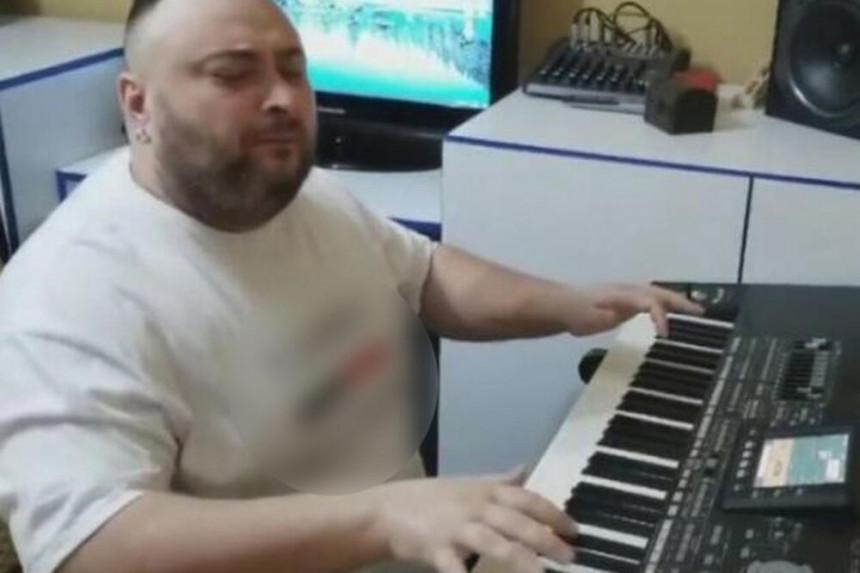 """Poslušajte novi """"korona hit"""" koji će vas nasmejati do suza! (VIDEO)"""