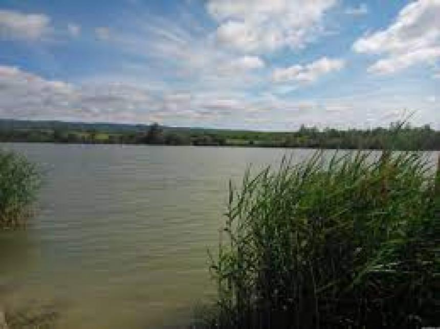 Tragedija: Dječak se okliznuo i upao u jezero