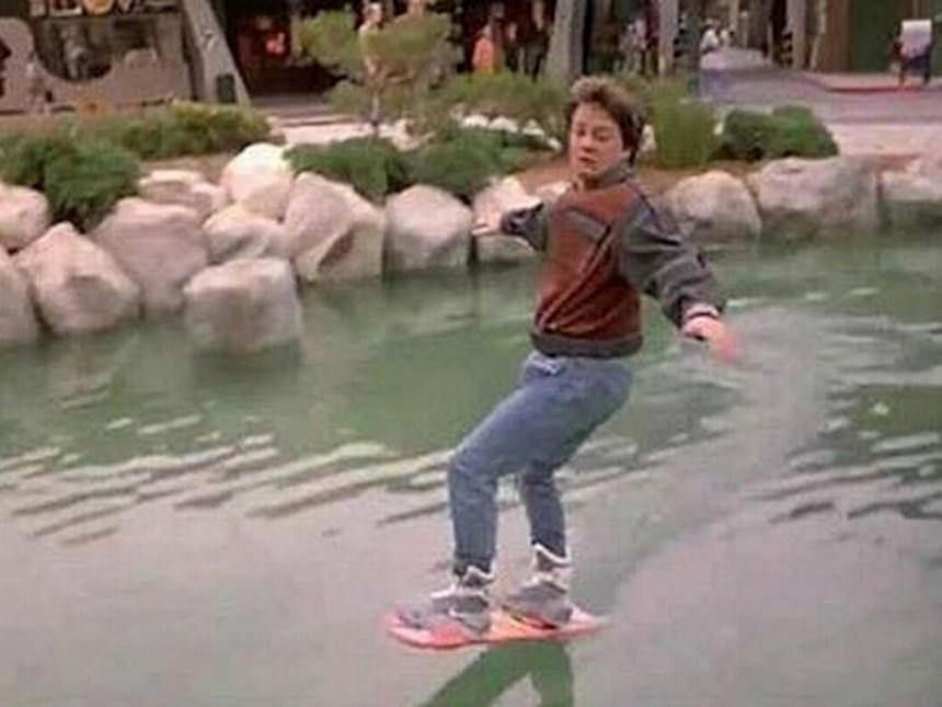 """Leteći skejtbord iz filma """"Povratak u budućnost"""" već je na ulicama SAD!"""