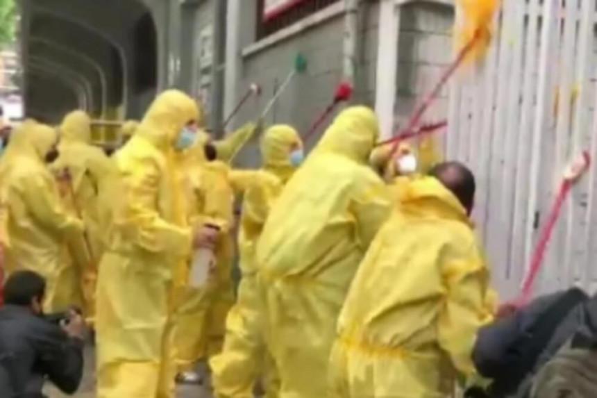 Dezinfikovali stadion od političara (VIDEO)
