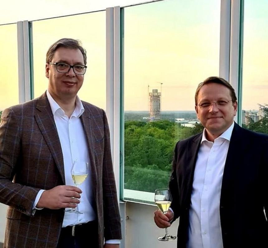 Vučić o napretku Srbije na večeri sa Varheijem