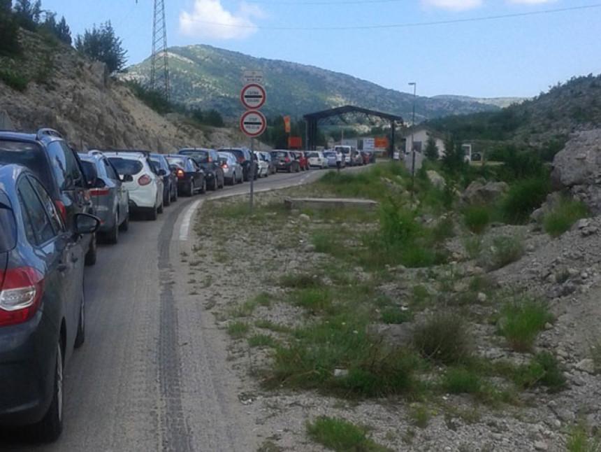 Lakši prelaz granice na putu Herceg Novi-Trebinje