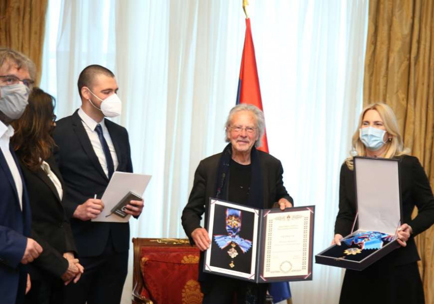 Peteru Handkeu uručen Orden Republike Srpske