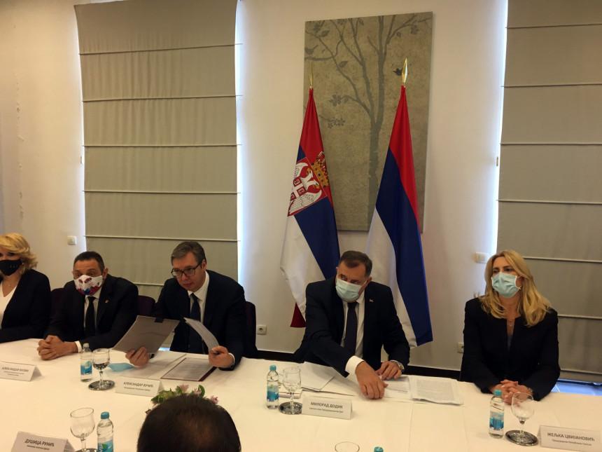 Vučić stigao u Kozarsku Dubicu, u toku sastanak sa pojedinim načelnicima opština