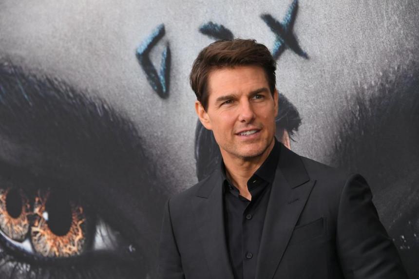 Велика бура у Холивуду: Том Круз враћа награде!