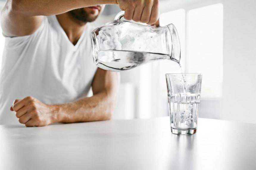 Треба ли нам 8 сати сна, 8 чаша воде или 10.000 корака дневно?