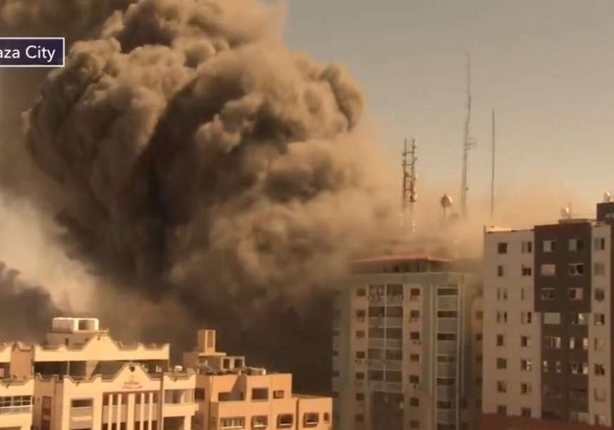 Pogođen neboder u kojem se nalaze AP i Al džazira
