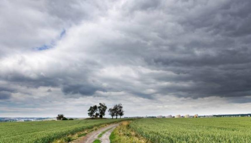 Danas pretežno oblačno, ponegdje sa slabom kišom