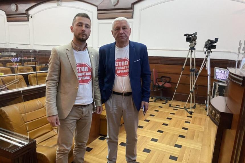 """Prekinuta sjednica zbog majica """"Stop privatnoj državi"""""""