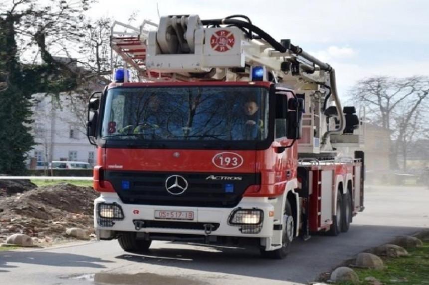 Iz požara u jednom neboderu spaseno osam ljudi