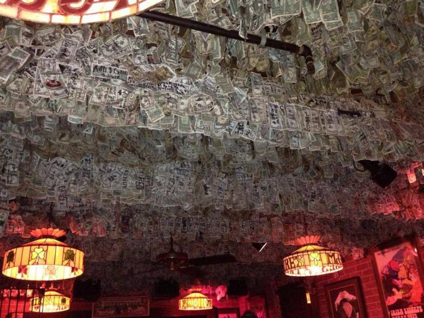 Ovo je pab na Floridi, sa čijeg plafona visi 2 miliona pravih dolara!