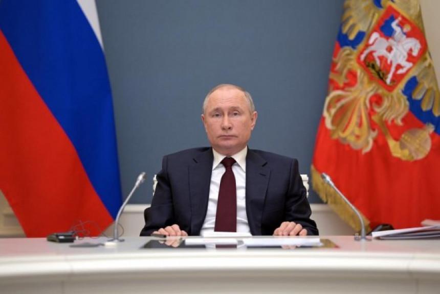Putin: NATO nas je nasamario, na neki način se igra!