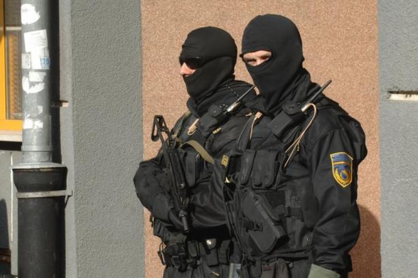Izvršeni pretresi na 32 lokacije, uhapšeno 29 lica