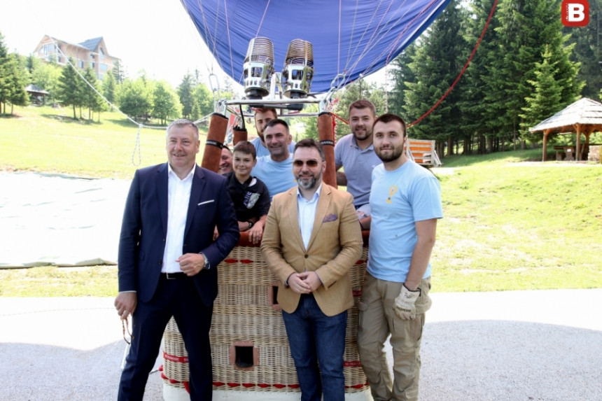 Изведен први лет туристичким балоном на Требевићу