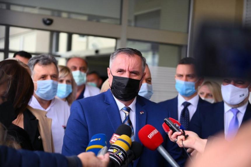 Станић: Вишковићу, да ли су на Вас поносни здравствени радници?!