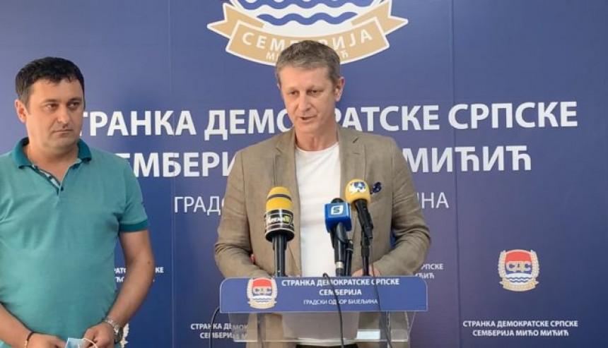 Stranka Mića Mićića podijelila se u dva tabora