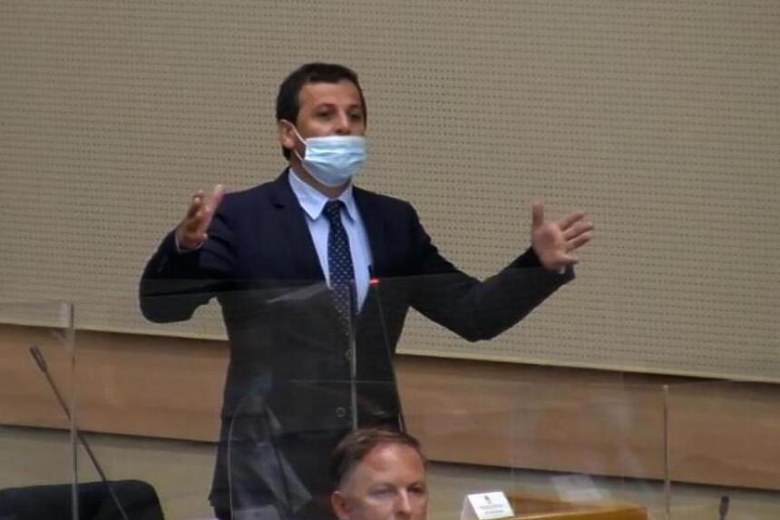Zbog gušenja slobode govora umalo fizički obračun u Parlamentu Srpske?! (VIDEO)