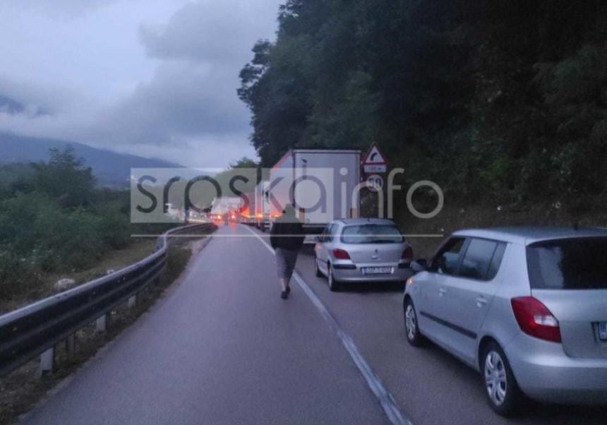 Automobil podletio pod autobus kod Banjaluke