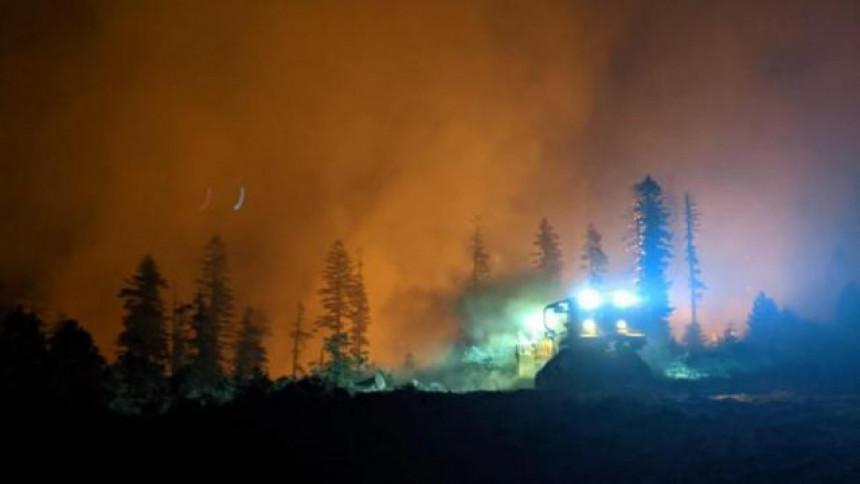 5.400 vatrogasaca gasi požar u državi Kaliforniji